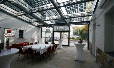 Innenansicht des Photovoltaik Glas Daches der VillaMedia